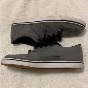 Puma Men's size 5 gray/black sneakers almost new
